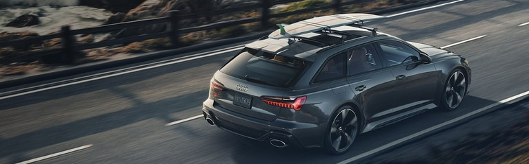 Bird's-eye-view of the Audi RS 6 Avant with a roof rack.